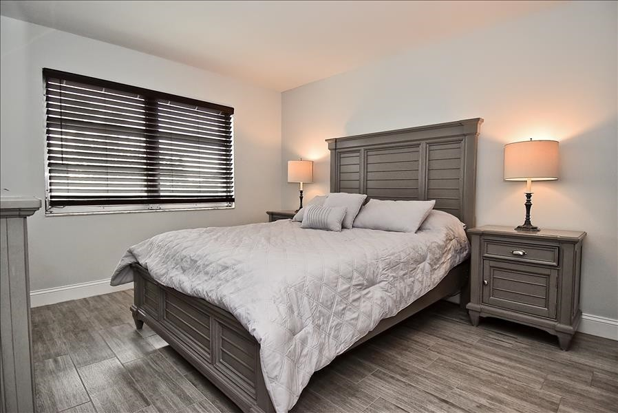new master bdrm furniture, queen bed