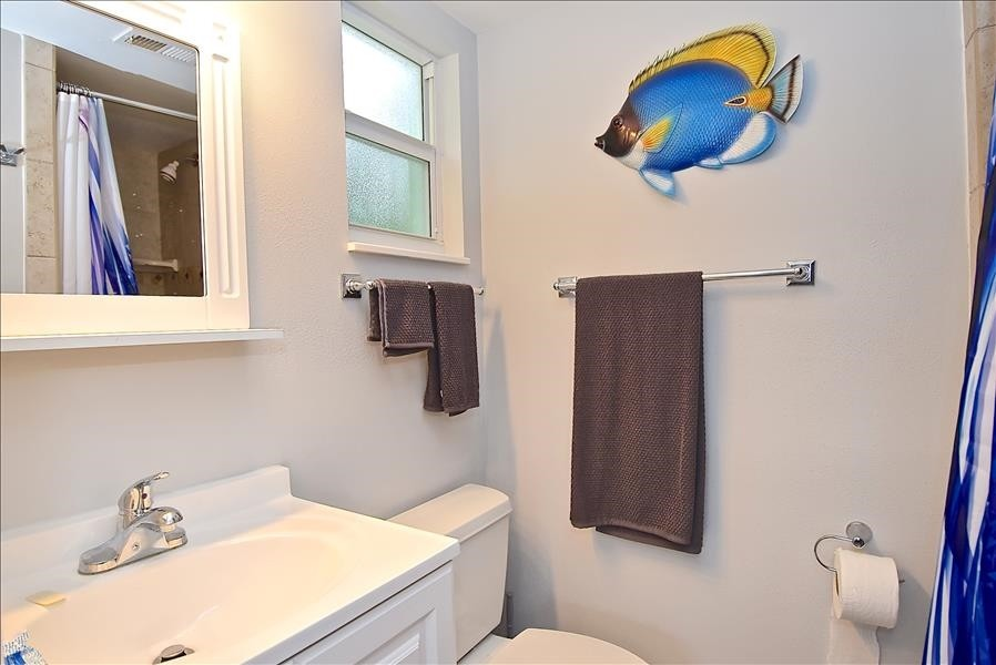 ensuite master bath with shower