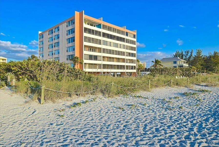 beach bldg sand