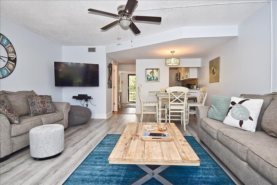 HDTV & ceiling fan in the living room